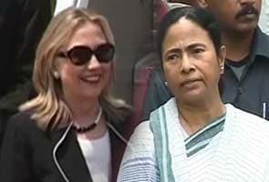 Rabindranath Tagore's Gitanjali, a scarf among Mamata's gifts for Hillary