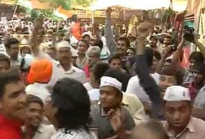 Suspected NSUI members protests at Team Anna fast venue