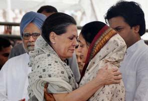 Vilasrao Deshmukh's funeral held at Latur; thousands including PM, Sonia Gandhi attend