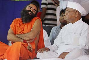 Post split with Arvind Kejriwal, Anna Hazare meets Baba Ramdev