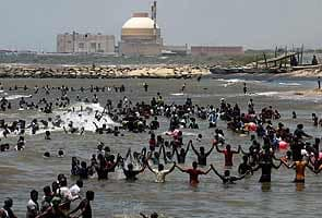 Kudankulam controversy: 'Jal Satyagraha' by protesters enters second day