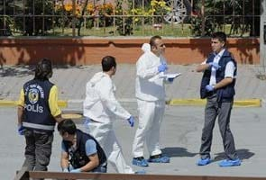 Istanbul suicide blast kills police officer, wounds seven