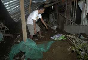 Quake off Philippines spurs small tsunami; one dead