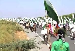 'Jan satyagraha': Silent march by 30,000 landless people enters third day