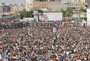 Thousands rally for Malala Yousufzai, Pakistani girl shot by Taliban
