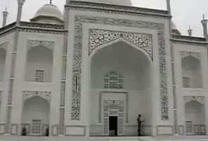 Taj in Dubai? Agra does not like it