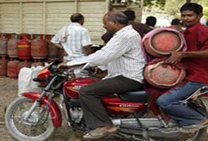 LPG cylinder price hiked, non-subsidised cylinder to now cost Rs. 921; BJP to protest on October 12