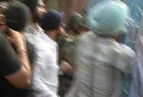Violence at Delhi gurudwara, religious swords used