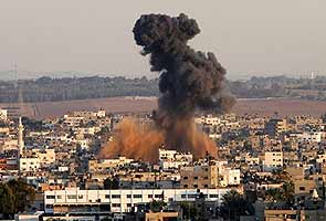 Gaza violence: Hamas targets Tel Aviv as part of rocket barrage