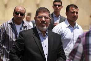 Egypt's Mohamed Morsi to meet judges over power grab
