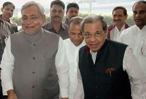 Nitish Kumar gets warm welcome in Karachi