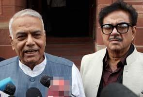 'Go Gadkari' chorus grows in BJP: Shatrughan Sinha backs Yashwant Sinha's demand