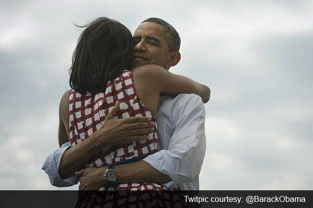 Photo of Barack Obama hugging Michelle Obama sets new Facebook record