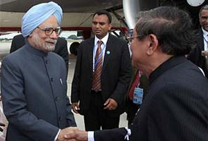 Prime Minister Manmohan Singh reaches Cambodia for South Asian summits