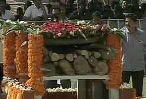 Bal Thackeray's cremation marks a first for Mumbai
