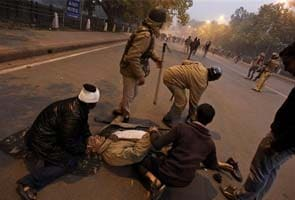 Delhi gang-rape: Cop injured in protests at India Gate critical