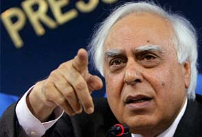 Law Minister contradicts Kapil Sibal on law used for Facebook arrests
