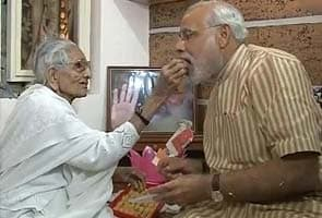 Narendra Modi meets his mother, says he wants her blessing