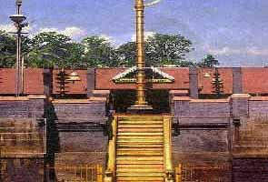 Hundreds of Ayyappa pilgrims worship at Sabarimala