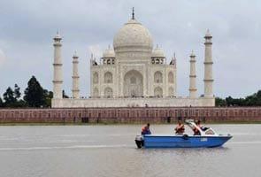 Illegal constructions mar Taj Mahal's beauty