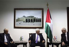 Arab officials visit cash-strapped Palestinian territory