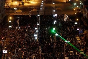 Egyptian protesters penetrate barrier at President Morsi's palace
