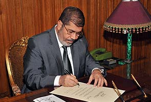 Egypt's Mohamed Morsi to give speech after signing in new charter