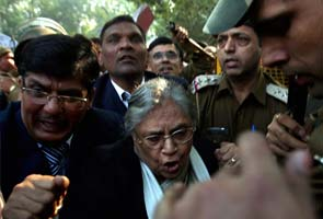 Protests for 'Amanat': Chief Minister Sheila Dikshit forced to return