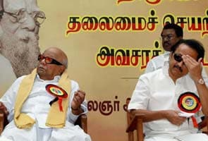 DMK chief Karunanidhi seeks to ease family tension by meeting older son Alagiri