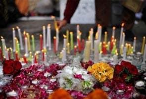 Pakistan groups hold candle light vigil for Indian rape victim