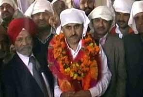 Congressman accused of murder sworn in as Himachal MLA