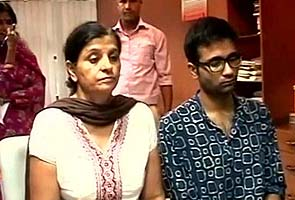 Geetika's mother, in suicide note, asks son to be strong