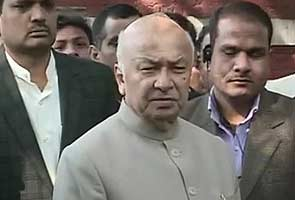 'Saffron terror' remark controversy: Sushil Kumar Shinde to clarify, stand-off to end soon: sources