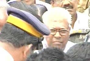 VS Achuthanandan calls on Suryanelli victim and family
