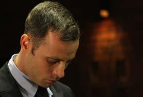 Oscar Pistorius tweets thanks on first day out on bail
