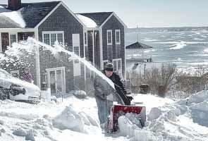 US, Canada dig out after snowstorm; death toll 15