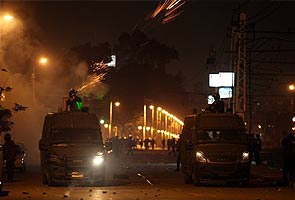 At palace, Egypt protesters, police clash