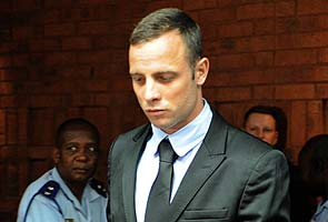 South African police took photos of Oscar Pistorius on cellphones