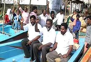 Kudankulam villagers launch protest in sea, say tests at plant affecting them