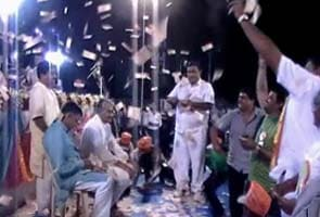Diamond trader tosses over Rs 1 crore in the air at BJP-organised programme in Gujarat