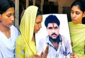 Why wasn't Sarabjit Singh considered prisoner at risk, asks Pakistan media