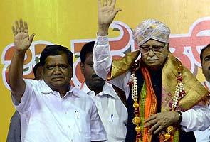 BJP leader LK Advani's plane develops technical snag, lands in Hyderabad
