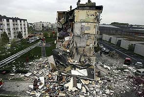 Building collapses in northern France, three dead
