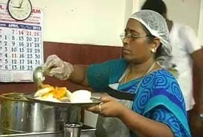 Jayalithaa's one-rupee idlis are a hit