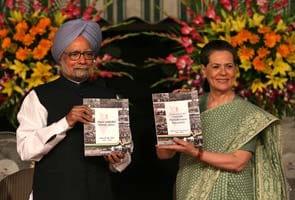 At UPA-II's report card release, Sonia Gandhi backs Prime Minister, slams BJP