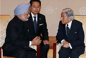 Prime Minister Manmohan Singh meets Japanese Emperor Akihito