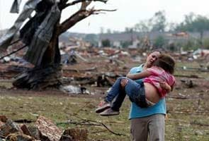US tornado victims recount horror, race to survive