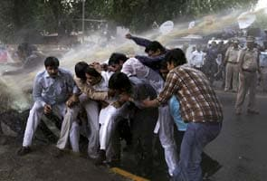 Cops use water cannons on BJP protesters outside Railways Minister Pawan Kumar Bansal's residence