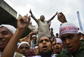 10 dead as Bangladesh protesters clash with police demanding new blasphemy law