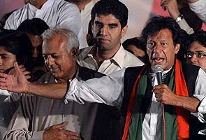 Imran welcomes Pakistan vote but alleges rigging